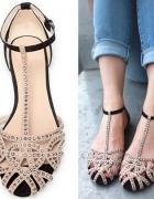 Zara Woman ćwiekowe sandałki biel czerń