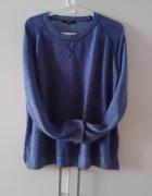 Niebieski sweterek baby blue