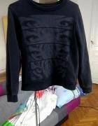 Czarna bluza z nadrukiem