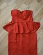 czerwona sukienka z baskinką...