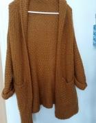Sweter z włóczki romwe