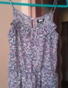 Zwiewna bluzeczka z falbanką