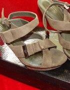 Rewelacyjne buty na obcasie w kolorze KHAKI