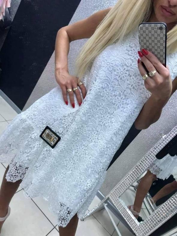 Sukienka koronkowa Paparazzi Fashion