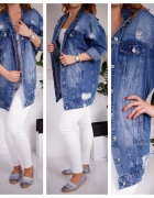 Jeansowa kurtka z modnymi dziurami