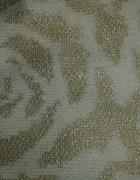 Biały sweterek ze złotą nitką w różyczki