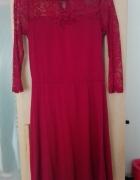 Bordowa sukienka z koronką