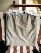 elegancka beżowa spódnica z paskiem