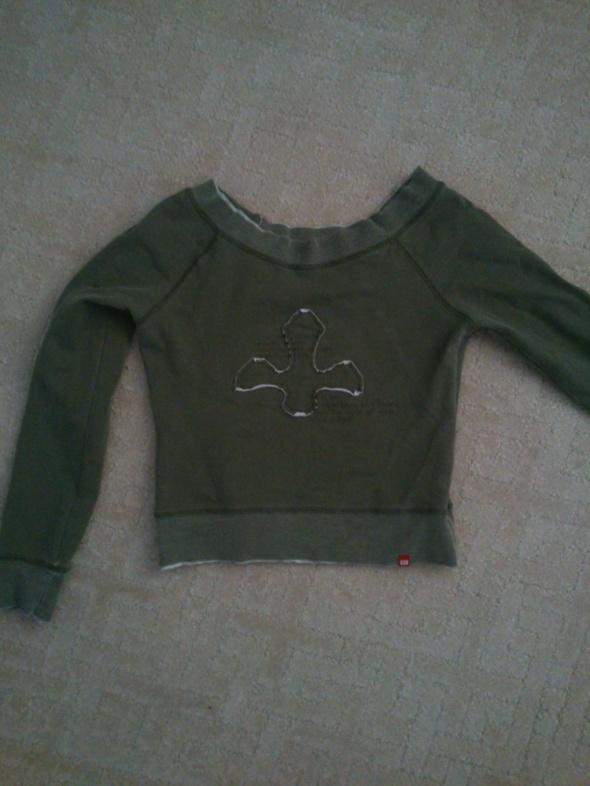 krotka bluza z delikatnym wzorem...