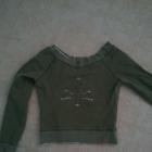 krotka bluza z delikatnym wzorem
