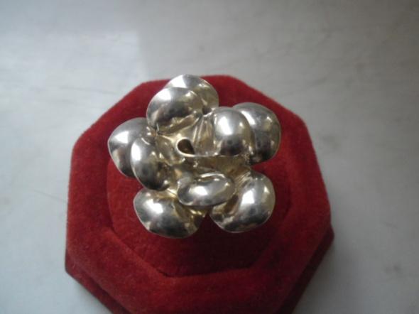 Pierścionki Srebrny pierścionek duży stylizowany kwiat
