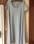 Rozkloszowana sukienka w paseczki