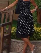 Kobieca sukienka w groszki