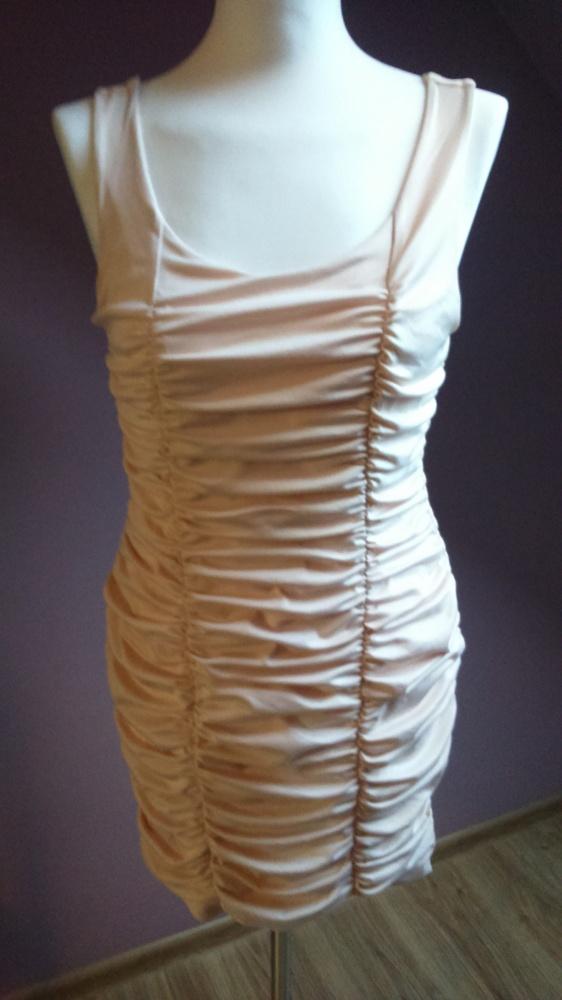 pudrowa sukienka hm