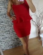 Czerwona sukienka baskinka falbanka Amisu