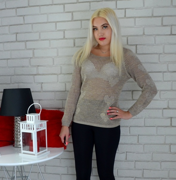Swetry Sweterek ze złotą nitką serduszka