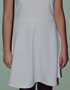 biała sukienka z czarnymi wężowymi wstawkami...