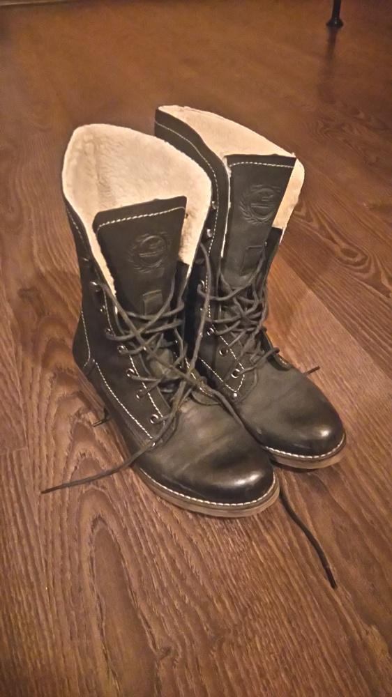 Skórzane czarne buty zimowe ocieplane Lasocki...