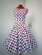 Sukienka rozkloszowana w groszki...