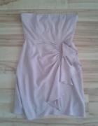 pudrowa sukienka RE