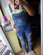 Ogrodniczki jeansowe dziury