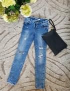 Spodnie jeansowe rurki potargane