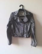 Rockowa kurtka jeansowa ramoneska z ćwiekami DIY