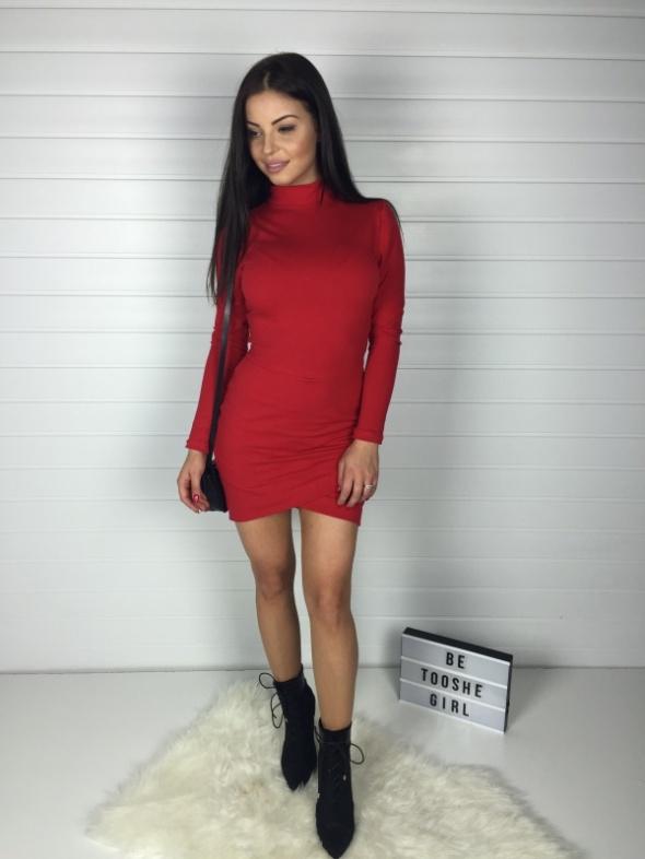 Sukienka SAMMY z mini golfem i zakładanym dołem