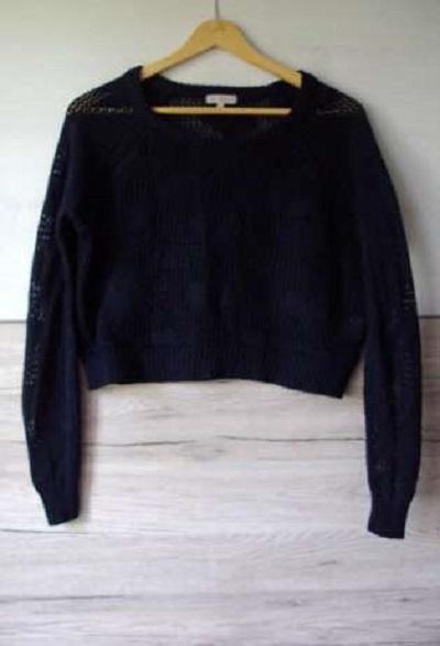 Ażurkowy sweterek czarny krótki stan...