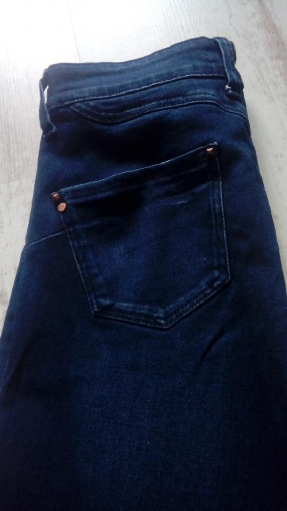 Spodnie Spodnie rurki ciemny jeans Stradivarius M