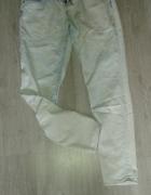 Jasne jeansy