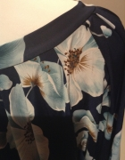 Bluzka w kwiaty granatowa...