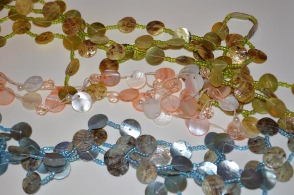 Korale dlugie na lato zielone niebieskie różowe