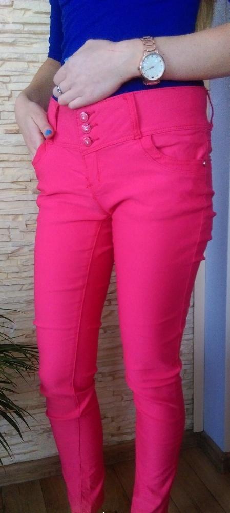 Różowe spodnie rurki...