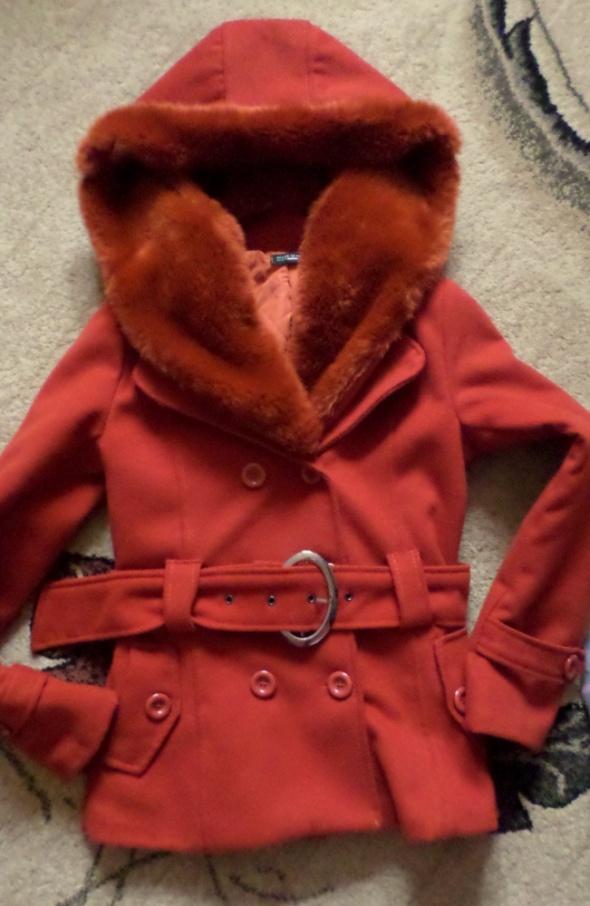 Odzież wierzchnia Płaszcz z dużym futerkiem i kapturem rozmiar S