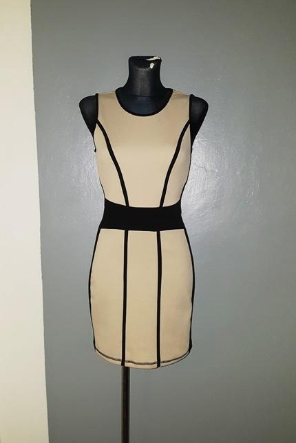 Vero Moda sukienka 36 S tłoczona beżowo czarna...
