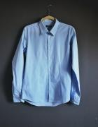 elegancka błękitna koszula