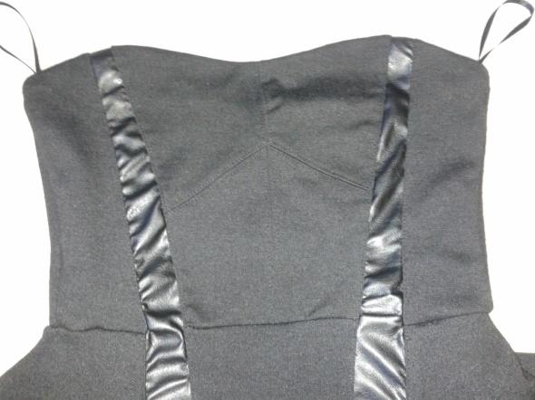 Suknie i sukienki Sukienka Bershka czarna