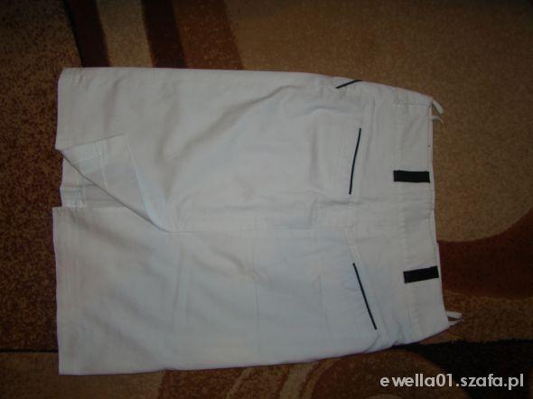 Elegancka biała spódnica