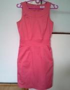 Elegancka prosta malinowa sukienka midi Orsay