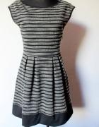 Piękna rozkloszowana sukienka w paski r S...