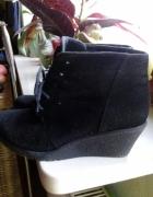 Czarne koturny z kożuszkiem