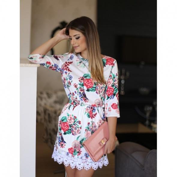Sukienka kwiatki koronka