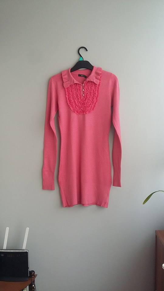 Koralowy sweterek