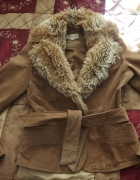 kurtka skórzana z futrzanym kołnierzem