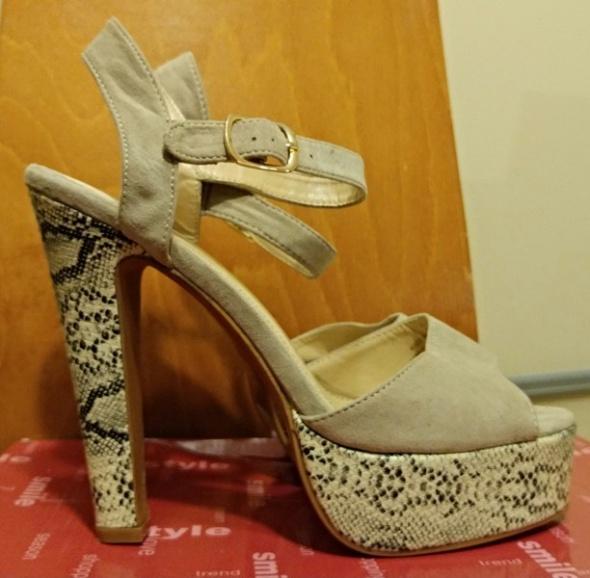 Sandały sandałki parfois