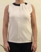 Biała bluzka ze skórzanym dekoltem