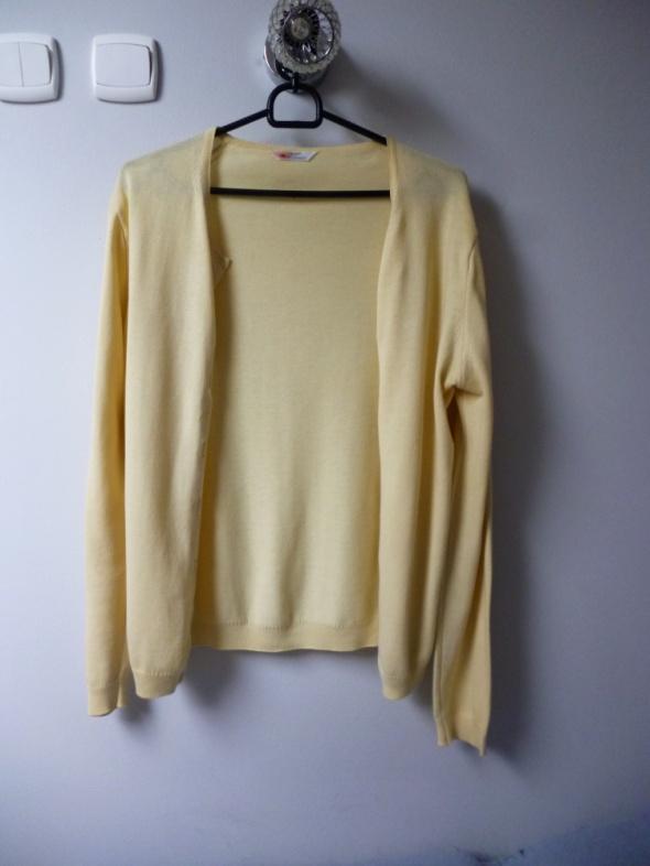Żółtokremowy sweterek...