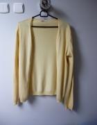 Żółtokremowy sweterek