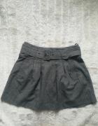 Szara spódnica z paskiem Reserved